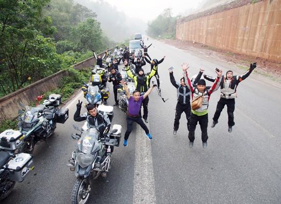 Đoàn mô tô Việt, chinh phục nóc nhà thế giới ảnh 1