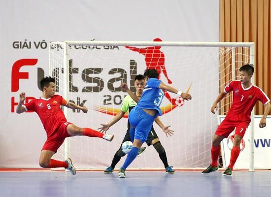 Đội Cao Bằng trong trận đấu với Thái Sơn Nam. Ảnh: Anh Trần