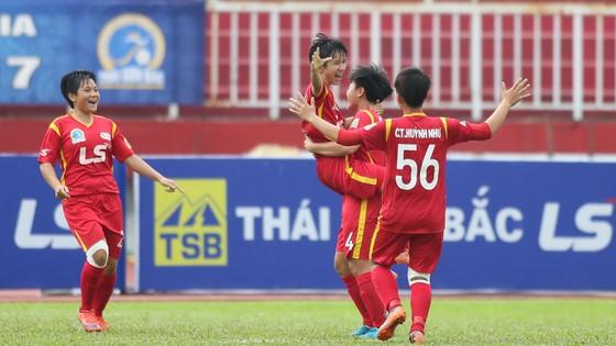 TPHCM II có trận thắng đầu tay trước đối thủ Hà Nội II. Ảnh: Dũng Phương