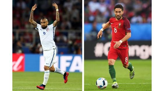 Vidal (trái) và Moutinho, hai cầu thủ cùng 30 tuổi sẽ có màn so tài hấp dẫn ở giữa sân