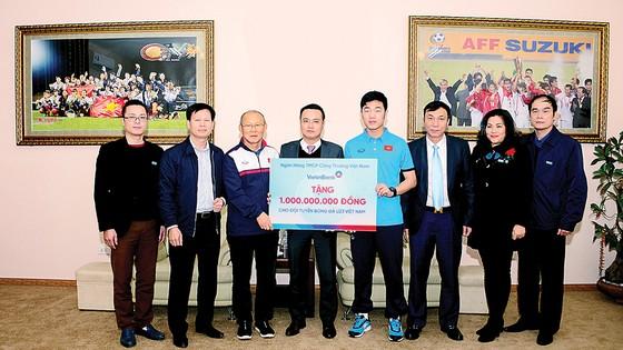 VietinBank trao tặng U23 Việt Nam 1 tỷ đồng  ảnh 1