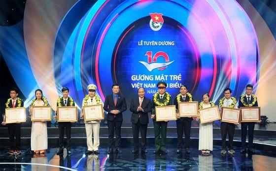 Tuyên dương 10 Gương mặt trẻ Việt Nam tiêu biểu năm 2017 ảnh 1