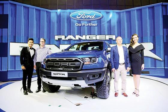 Ford Việt Nam thể hiện sức mạnh và di sản về thiết kế các dòng xe bán tải, đa dụng, ra mắt Ranger Raptor ảnh 1