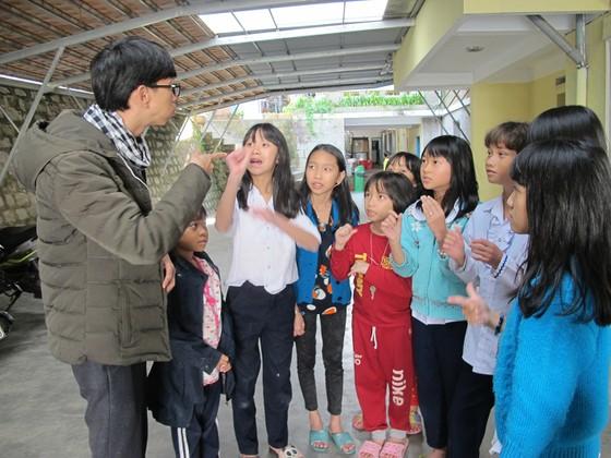 Giúp trẻ khiếm thính hòa nhập cộng đồng ảnh 1