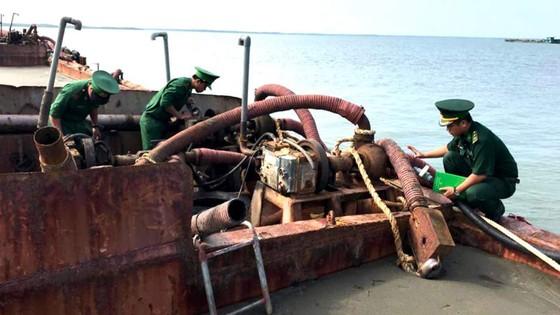 Nhức nhối khai thác cát trái phép trên biển Cần Giờ ảnh 2