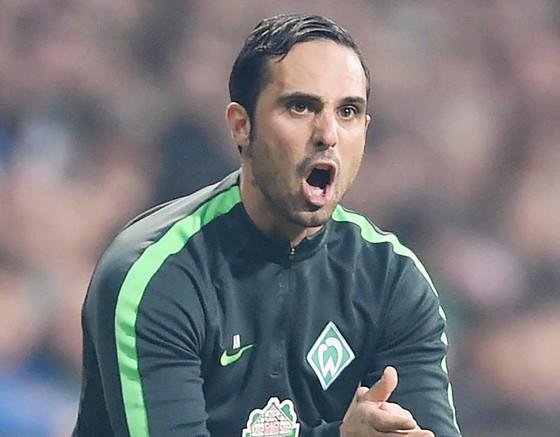 HLV Alexander Nouri sẽ tiếp tục dẫn dắt Bremen trong mùa tới.