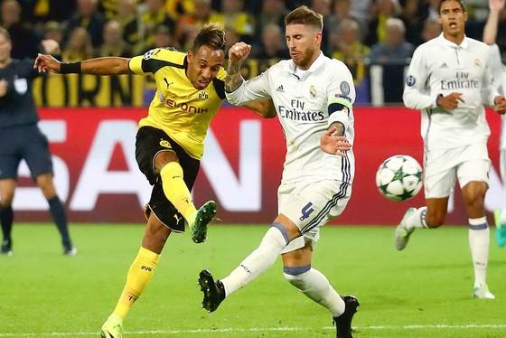 Aubameyang(trái) đang có phong độ ghi bàn cao cho Dortmund