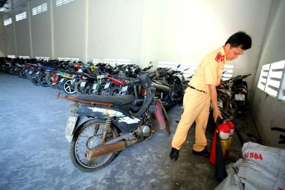 [ẢNH] Ngỡ ngàng một vạn xe máy không ai nhận ở TP.HCM chờ bán sắt vụn - ảnh 9