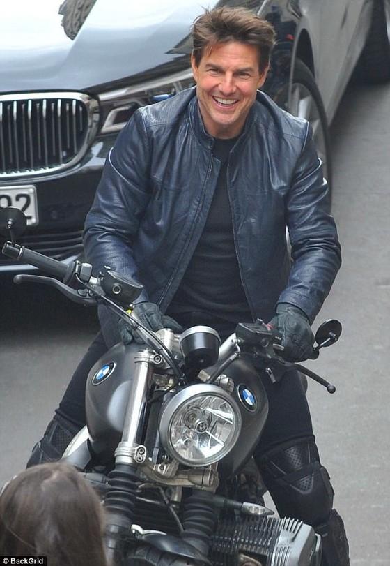 Tom Cruise cưỡi mô tô trên phim trường Mission Impossible 6 ảnh 9