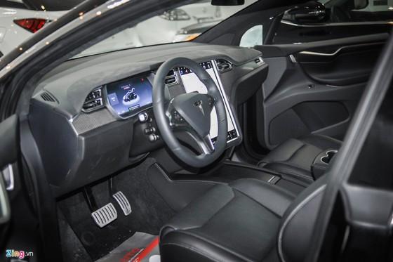 'Sieu SUV dien' Tesla Model X dau tien lan banh tai Ha Noi hinh anh 2
