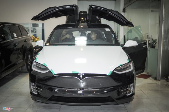 'Sieu SUV dien' Tesla Model X dau tien lan banh tai Ha Noi hinh anh 1
