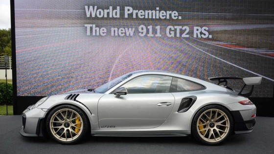 Porsche 911 GT2 RS 2018 - chiec 911 manh me nhat lich su hinh anh 2