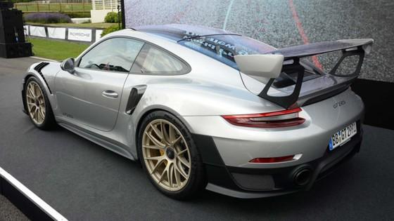 Porsche 911 GT2 RS 2018 - chiec 911 manh me nhat lich su hinh anh 3
