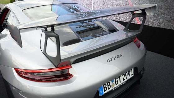 Porsche 911 GT2 RS 2018 - chiec 911 manh me nhat lich su hinh anh 4