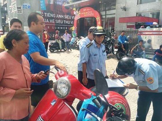 Lực lượng TTĐT phường Phạm Ngũ Lão xử lý một trường hợp vi phạm