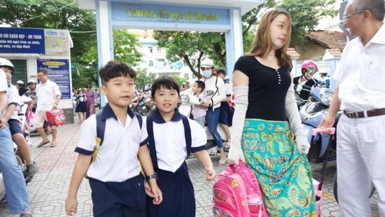 Vừa học vừa chờ khai giảng, phụ huynh, giáo viên méo mặt