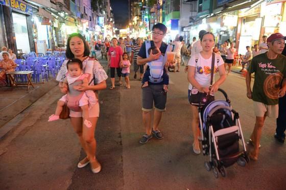 Đêm đầu tiên phố Tây Bùi Viện thành Phố đi bộ