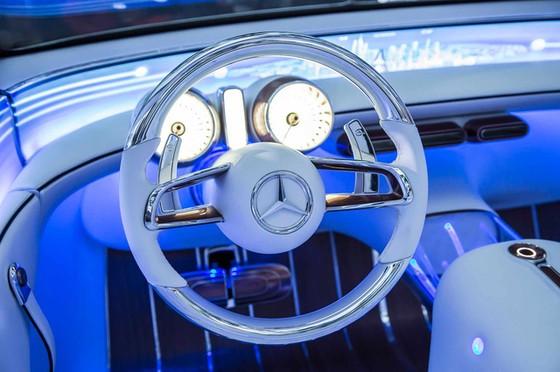 Chiêm ngưỡng vẻ đẹp xuất sắc của Vision Mercedes-Maybach 6 Cabriolet ngoài đời thực - Ảnh 12.