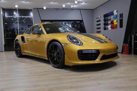 Porsche 911 Turbo S Exclusive Series có giá chỉ hợp với nhà giàu tại đất nước tỷ dân - Ảnh 1.