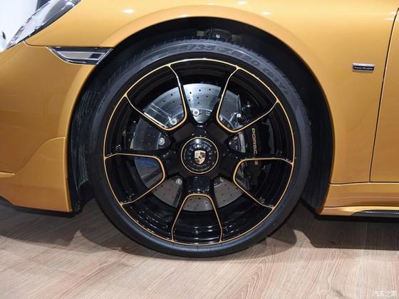 Porsche 911 Turbo S Exclusive Series có giá chỉ hợp với nhà giàu tại đất nước tỷ dân - Ảnh 6.