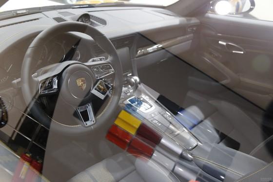 Porsche 911 Turbo S Exclusive Series có giá chỉ hợp với nhà giàu tại đất nước tỷ dân - Ảnh 8.