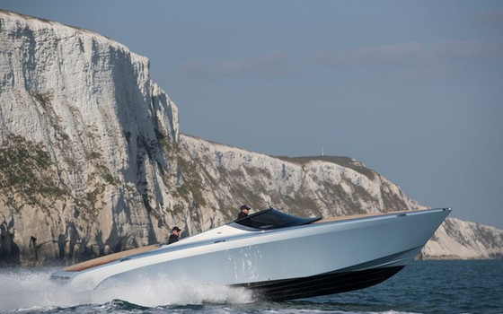 Du thuyền thể thao Aston Martin AM37 đầu tiên đã có chủ - Ảnh 4.