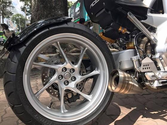 Siêu mô tô tiền tỷ Ariel Ace tái xuất trên phố Sài thành - Ảnh 8.