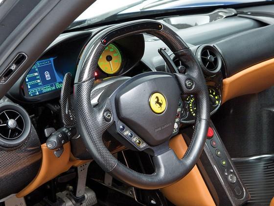Hàng hiếm Ferrari Enzo với màu sơn cực độc được bán với giá 53,6 tỷ Đồng - Ảnh 10.