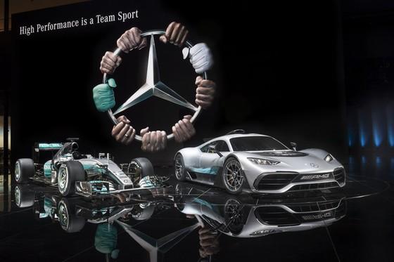 Vẻ đẹp xuất sắc của xe đua Công thức 1 đường phố Mercedes-AMG Project One ngoài đời thực - Ảnh 1.