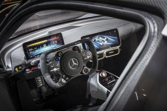Vẻ đẹp xuất sắc của xe đua Công thức 1 đường phố Mercedes-AMG Project One ngoài đời thực - Ảnh 17.