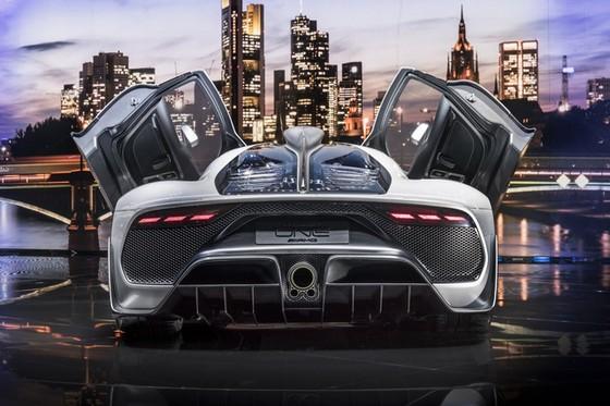 Vẻ đẹp xuất sắc của xe đua Công thức 1 đường phố Mercedes-AMG Project One ngoài đời thực - Ảnh 19.