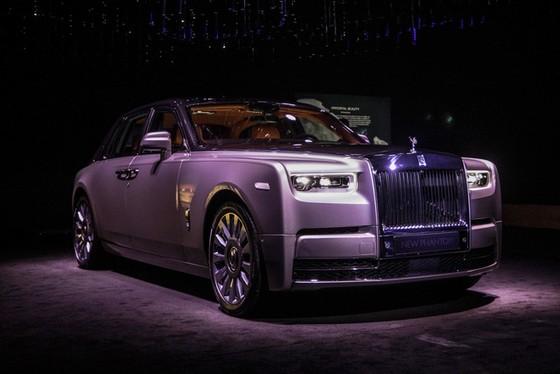 Xe siêu sang Rolls-Royce Phantom 2018 có giá khởi điểm lên gần 744.000 USD - Ảnh 1.