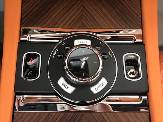 Rolls-Royce Dawn 25 tỷ Đồng bất ngờ xuất hiện tại Sài thành - Ảnh 15.