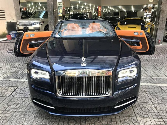 Rolls-Royce Dawn 25 tỷ Đồng bất ngờ xuất hiện tại Sài thành - Ảnh 4.