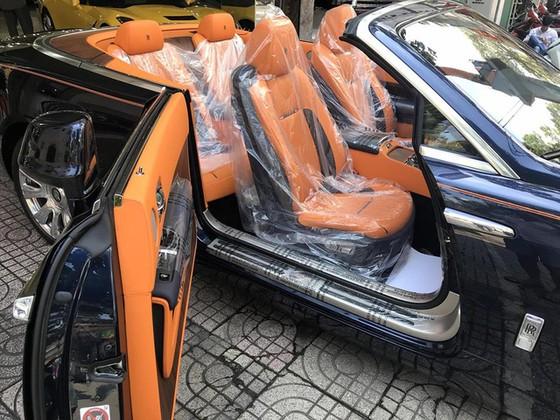 Rolls-Royce Dawn 25 tỷ Đồng bất ngờ xuất hiện tại Sài thành - Ảnh 7.