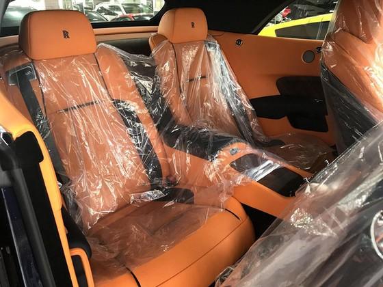 Rolls-Royce Dawn 25 tỷ Đồng bất ngờ xuất hiện tại Sài thành - Ảnh 11.