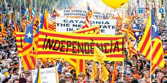 Doanh nghiệp lo sợ Catalonia độc lập ảnh 1