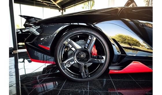 Đây là chiếc Lamborghini Centenario đầu tiên trên thế giới được rao bán - Ảnh 8.