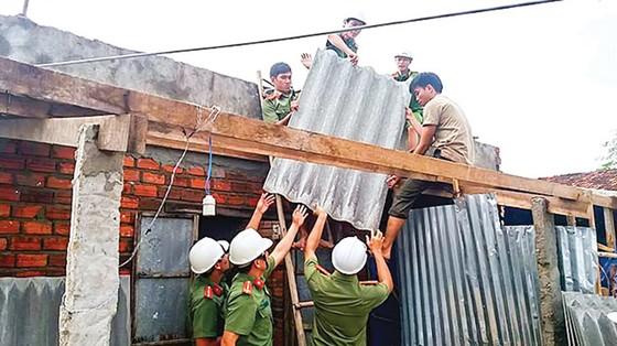 Khánh Hòa, Phú Yên - dồn sức khắc phục hậu quả bão ảnh 5