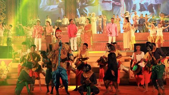 Tưng bừng ngày hội văn hóa Khmer Nam bộ - Ảnh 2.