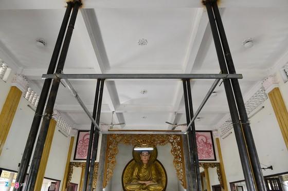'Than den' nang cao 3 m giang duong ngoi chua 2.000 tan o Sai Gon hinh anh 15