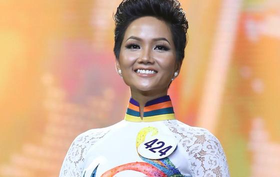 Yêu cầu xử lý phóng viên miệt thị Hoa hậu Hoàn vũ 2017 - Ảnh 1.