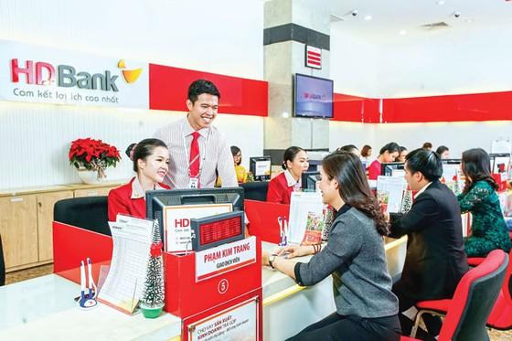 Cổ phiếu ngân hàng dậy sóng ảnh 1