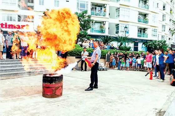 Tập huấn và tuyên truyền PCCC tại Him Lam Riverside  ảnh 5