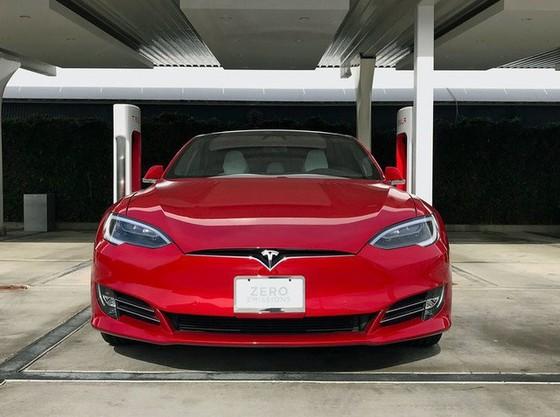 Bên trong trạm sạc điện cho xe ô tô Tesla hiện đại, nội thất chẳng kém gì khách sạn hạng sang, dự kiến bố trí thay các trạm xăng truyền thống - Ảnh 2.