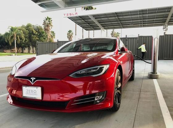 Bên trong trạm sạc điện cho xe ô tô Tesla hiện đại, nội thất chẳng kém gì khách sạn hạng sang, dự kiến bố trí thay các trạm xăng truyền thống - Ảnh 14.