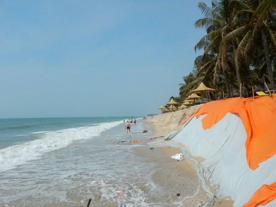 """Nhiều khu du lịch ở """"thủ đô resort"""" phải đóng cửa vì bị biển xâm thực ảnh 1"""