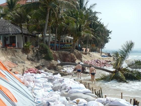 """Nhiều khu du lịch ở """"thủ đô resort"""" phải đóng cửa vì bị biển xâm thực ảnh 4"""