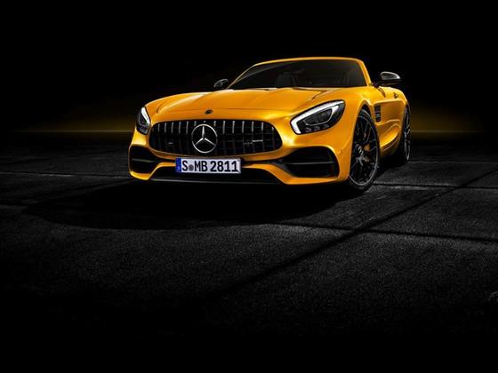 Chi tiet Mercedes-AMG mui tran vua ra mat hinh anh 3