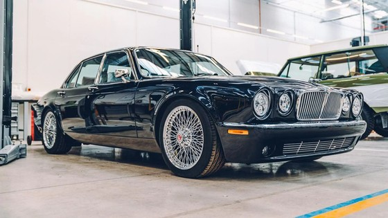 Đây là kho tàng xe cổ bí mật của Jaguar Land Rover - Ảnh 43.